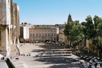 Avignon place palais pd