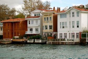 yal? residences along the Bosphorus