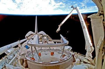 Canadarm robotic manipulator on STS-116